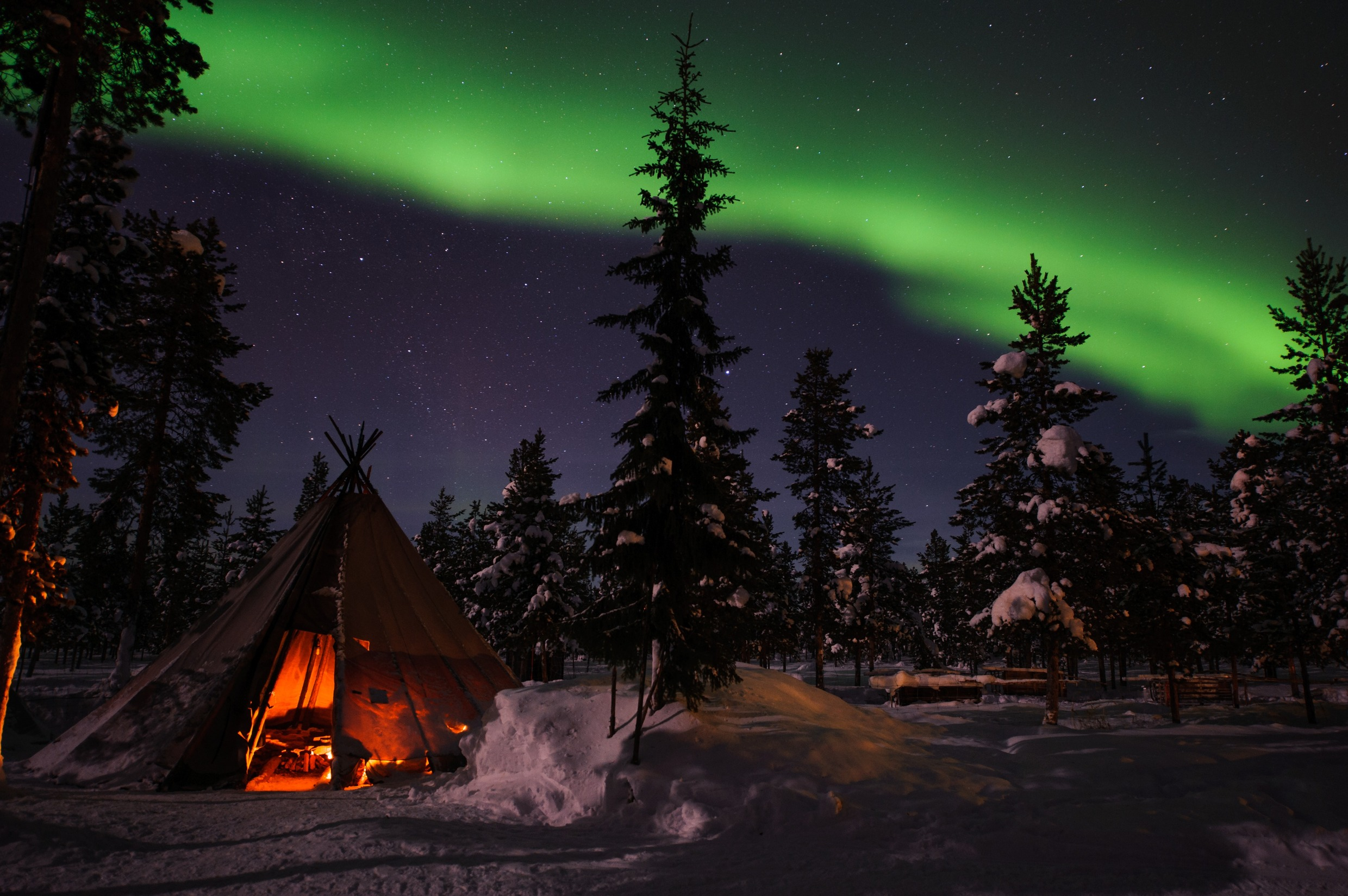 lola_akinmade_akerstrom-northern_lights_in_jukkasjarvi-2602
